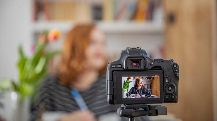 kamera untuk vlog pemula,kamera vlog murah dibawah 500 ribu,kamera vlog terbaik 2020,kamera vlog ria ricis,kamera vlog harga 3 jutaan,kamera vlog anti air,kamera vlog di mobil,kamera untuk video pemula,Kamera Terbaik untuk Vlog Pemula